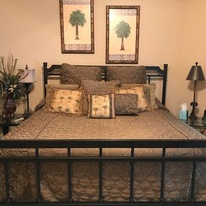 King Bedspread and Coordinating Pillows